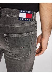 Tommy Jeans Szorty jeansowe DM0DM10564 Szary Straight Leg. Kolor: szary