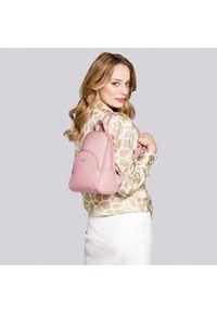 Wittchen - Damski plecak z półokrągłą kieszenią. Kolor: różowy. Materiał: skóra ekologiczna. Styl: klasyczny, elegancki, casual