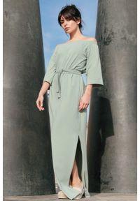 Sukienka z odkrytymi ramionami, maxi