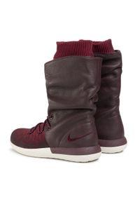 Czerwone buty sportowe Nike na co dzień, z cholewką