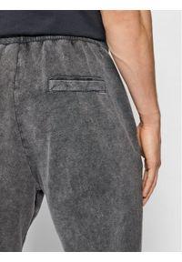 Only & Sons Spodnie dresowe Klaus 22018815 Szary Regular Fit. Kolor: szary. Materiał: dresówka