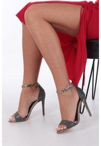 Casu - Czarne sandały szpilki karnawałowe brokatowe z paskiem wokół kostki casu. Okazja: na karnawał. Zapięcie: pasek. Kolor: czarny. Obcas: na szpilce