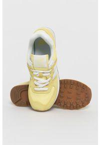 Żółte sneakersy New Balance z okrągłym noskiem, na obcasie