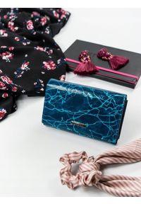 Niebieski portfel LORENTI w kolorowe wzory