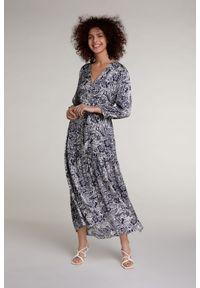 Niebieska sukienka Oui maxi, dopasowana, z nadrukiem