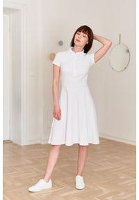Marie Zélie - Sukienka Polo biała – trapezowa XXS biały. Okazja: na co dzień, do pracy. Typ kołnierza: polo. Kolor: biały. Materiał: dzianina, materiał, bawełna. Długość rękawa: krótki rękaw. Typ sukienki: trapezowe. Styl: sportowy, klasyczny, wakacyjny, casual