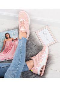 Różowe buty sportowe N/M na średnim obcasie, na obcasie, na co dzień