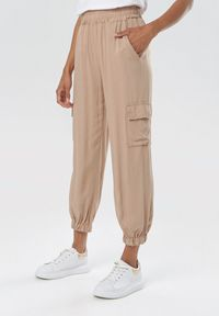 Beżowe spodnie Born2be