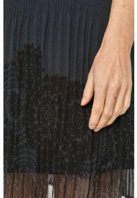 Desigual - Sukienka. Okazja: na co dzień. Kolor: niebieski. Typ sukienki: proste, plisowane. Styl: casual