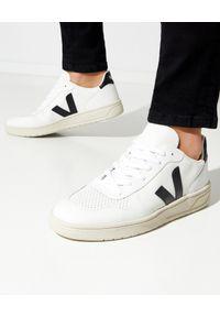 Veja - VEJA - Białe sneakersy V-10. Okazja: na co dzień. Kolor: biały. Materiał: bawełna, jersey, poliester. Szerokość cholewki: normalna. Wzór: aplikacja