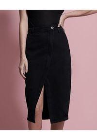 ONETEASPOON - Czarna jeansowa spódnica Society. Okazja: na co dzień, na spotkanie biznesowe, do pracy. Stan: podwyższony. Kolor: czarny. Materiał: jeans. Wzór: aplikacja. Styl: elegancki, biznesowy, casual