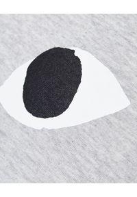 COMME DES GARCONS PLAY - Szara koszulka z sercem. Okazja: na co dzień. Kolor: szary. Materiał: bawełna, jeans. Długość rękawa: długi rękaw. Długość: długie. Wzór: nadruk. Styl: klasyczny, casual