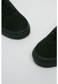 Vans - Tenisówki dziecięce. Nosek buta: okrągły. Zapięcie: sznurówki. Kolor: czarny. Materiał: guma