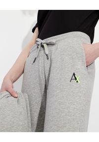 Armani Exchange - ARMANI EXCHANGE - Szare spodnie dresowe. Kolor: szary. Materiał: dresówka. Wzór: nadruk