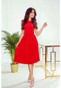 Numoco - Czerwona Elegancka Sukienka z Plisowanym Dołem. Kolor: czerwony. Materiał: poliester, elastan. Styl: elegancki