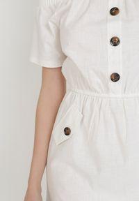 Born2be - Biała Sukienka Ophiinix. Typ kołnierza: dekolt hiszpanka. Kolor: biały. Materiał: bawełna, elastan. Długość rękawa: krótki rękaw. Sezon: lato. Długość: mini