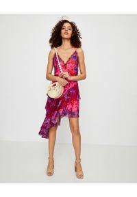 Camilla - CAMILLA - Asymetryczna sukienka z falbanami. Kolor: różowy, wielokolorowy, fioletowy. Materiał: jedwab, koronka. Długość rękawa: na ramiączkach. Wzór: aplikacja. Sezon: lato. Typ sukienki: asymetryczne. Długość: mini