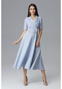 e-margeritka - Dwurzędowa sukienka midi na guziki z kołnierzykiem błękit - s. Okazja: do pracy, na randkę, na spotkanie biznesowe. Materiał: materiał, poliester. Typ sukienki: rozkloszowane. Styl: biznesowy, klasyczny, elegancki. Długość: midi