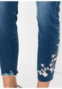 Niebieskie jeansy bonprix z haftami