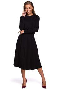 MOE - Rozkloszowana Sukienka z Rozcięciem - Czarna. Kolor: czarny. Materiał: wiskoza, elastan