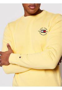 TOMMY HILFIGER - Tommy Hilfiger Bluza Circle Chest Corp MW0MW18369 Żółty Regular Fit. Kolor: żółty