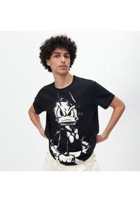 Czarny t-shirt Reserved z motywem z bajki