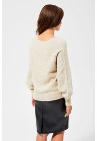 Beżowy sweter MOODO z klasycznym kołnierzykiem, długi