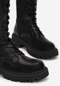 Renee - Czarne Kozaki Hypnerios. Wysokość cholewki: przed kolano. Nosek buta: okrągły. Zapięcie: sznurówki. Kolor: czarny. Materiał: materiał. Szerokość cholewki: normalna