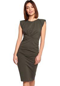 BE - Dopasowana bawełniana sukienka z marszczeniami khaki. Okazja: do pracy, na co dzień. Kolor: brązowy. Materiał: bawełna. Styl: casual