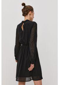 Vero Moda - Sukienka. Typ kołnierza: kołnierzyk stójkowy. Kolor: czarny. Materiał: tkanina, koronka. Długość rękawa: długi rękaw. Wzór: gładki. Typ sukienki: rozkloszowane #3