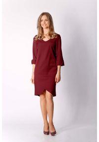 Nommo - Bordowa Klasyczna Prosta Sukienka z Asymetrycznym Rozporkiem. Kolor: czerwony. Materiał: wiskoza, poliester. Typ sukienki: proste, asymetryczne. Styl: klasyczny