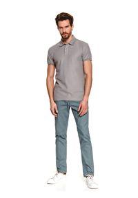 TOP SECRET - T-shirt polo strukturalny. Typ kołnierza: polo. Kolor: szary. Materiał: tkanina. Długość rękawa: krótki rękaw. Długość: krótkie. Sezon: wiosna, lato. Styl: elegancki