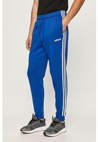 Niebieskie spodnie dresowe Adidas z nadrukiem