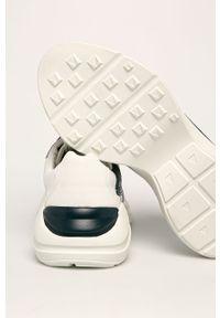 Białe sneakersy Guess Jeans z okrągłym noskiem, na sznurówki