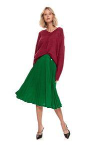 TOP SECRET - Plisowana spódnica midi. Kolor: zielony. Materiał: dzianina. Sezon: zima. Styl: elegancki