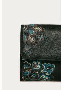 Czarny portfel Desigual z haftami