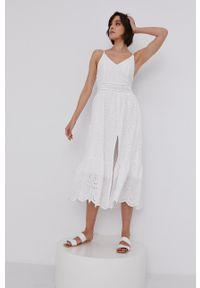 Answear Lab - Sukienka. Kolor: biały. Materiał: tkanina. Długość rękawa: na ramiączkach. Wzór: gładki. Typ sukienki: rozkloszowane. Styl: wakacyjny