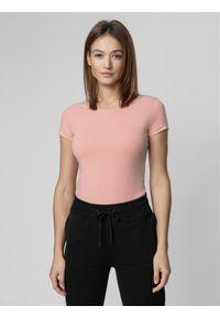 4f - T-shirt damski. Kolor: różowy. Materiał: elastan, bawełna. Długość rękawa: krótki rękaw. Długość: krótkie. Sport: fitness