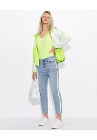 Armani Exchange - ARMANI EXCHANGE - Jensowe spodnie z logowanym lampasem. Kolor: zielony. Styl: elegancki