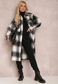 Renee - Czarny Płaszcz Tyviane. Kolor: czarny. Długość rękawa: długi rękaw. Długość: długie. Wzór: aplikacja, nadruk. Styl: klasyczny