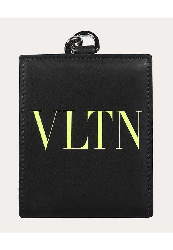 VALENTINO - Czarny portfel na pasku VLTN. Kolor: czarny. Wzór: nadruk, aplikacja