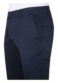 Gładkie Granatowe Casualowe Spodnie Męskie, Slim Fit -TO-ON- Zwężane, Chinosy. Okazja: na co dzień. Kolor: niebieski. Materiał: elastan, bawełna. Wzór: gładki. Styl: casual