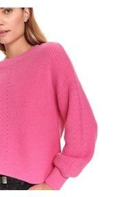 TOP SECRET - Miękki sweter z dekoltem w łódkę. Kolor: różowy. Materiał: materiał. Długość: długie. Sezon: wiosna