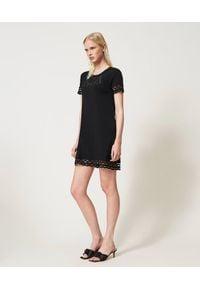 TwinSet - Sukienka MINI z haftem anglaise Twinset. Kolor: czarny. Materiał: elastan, dzianina, bawełna. Wzór: haft. Styl: klasyczny. Długość: mini
