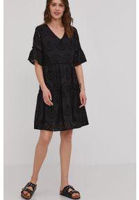 Czarna sukienka Answear Lab z aplikacjami, wakacyjna, na co dzień, mini