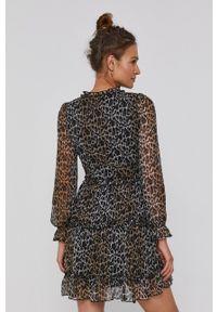 Vero Moda - Sukienka. Kolor: czarny. Materiał: tkanina, poliester. Długość rękawa: długi rękaw. Typ sukienki: rozkloszowane