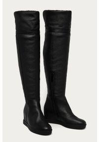 Czarne kozaki Calvin Klein na średnim obcasie, z cholewką, z okrągłym noskiem