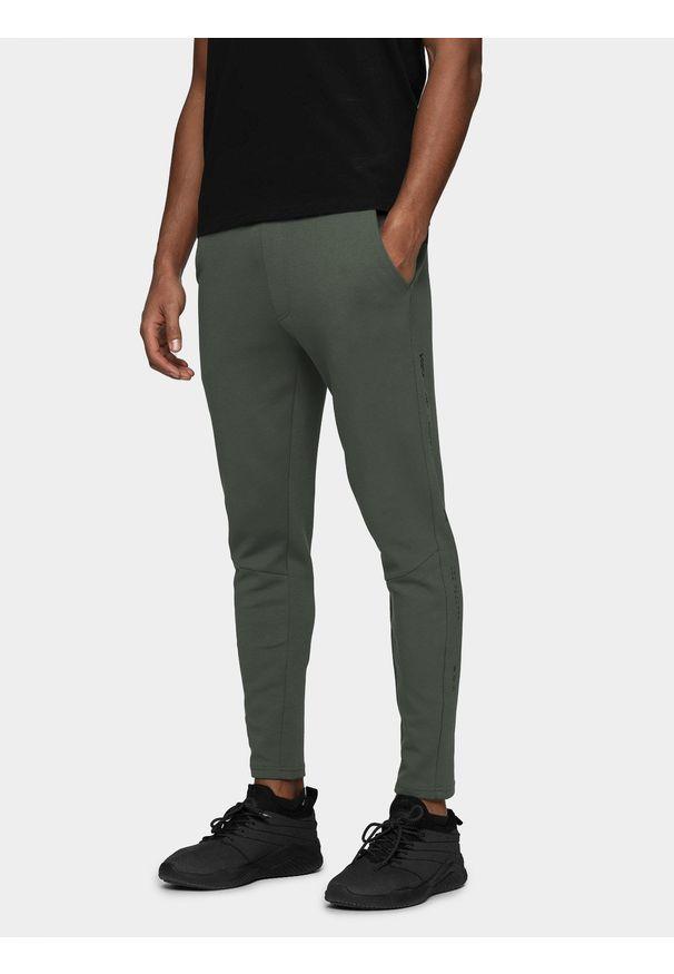 Spodnie dresowe 4f z nadrukiem