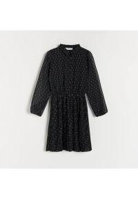 Reserved - Sukienka w groszki - Czarny. Kolor: czarny. Wzór: grochy
