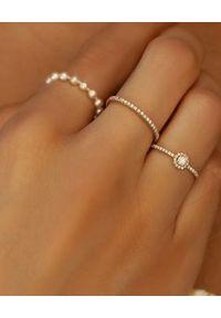 REDLINE PARIS - Złoty pierścionek z diamentami Si Joli. Materiał: złote. Kolor: złoty. Wzór: aplikacja. Kamień szlachetny: diament